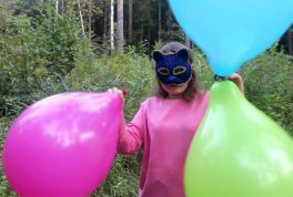 Everts-14quot-balloons-in-summer-forest
