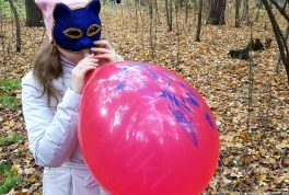 Blowing-custom-printed-balloon-in-autumn-forest-print-by-yasen-air-no-pop